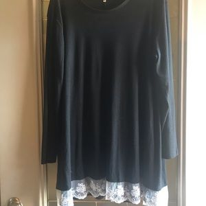 Tops - Gorgeous black tunic with lace accent